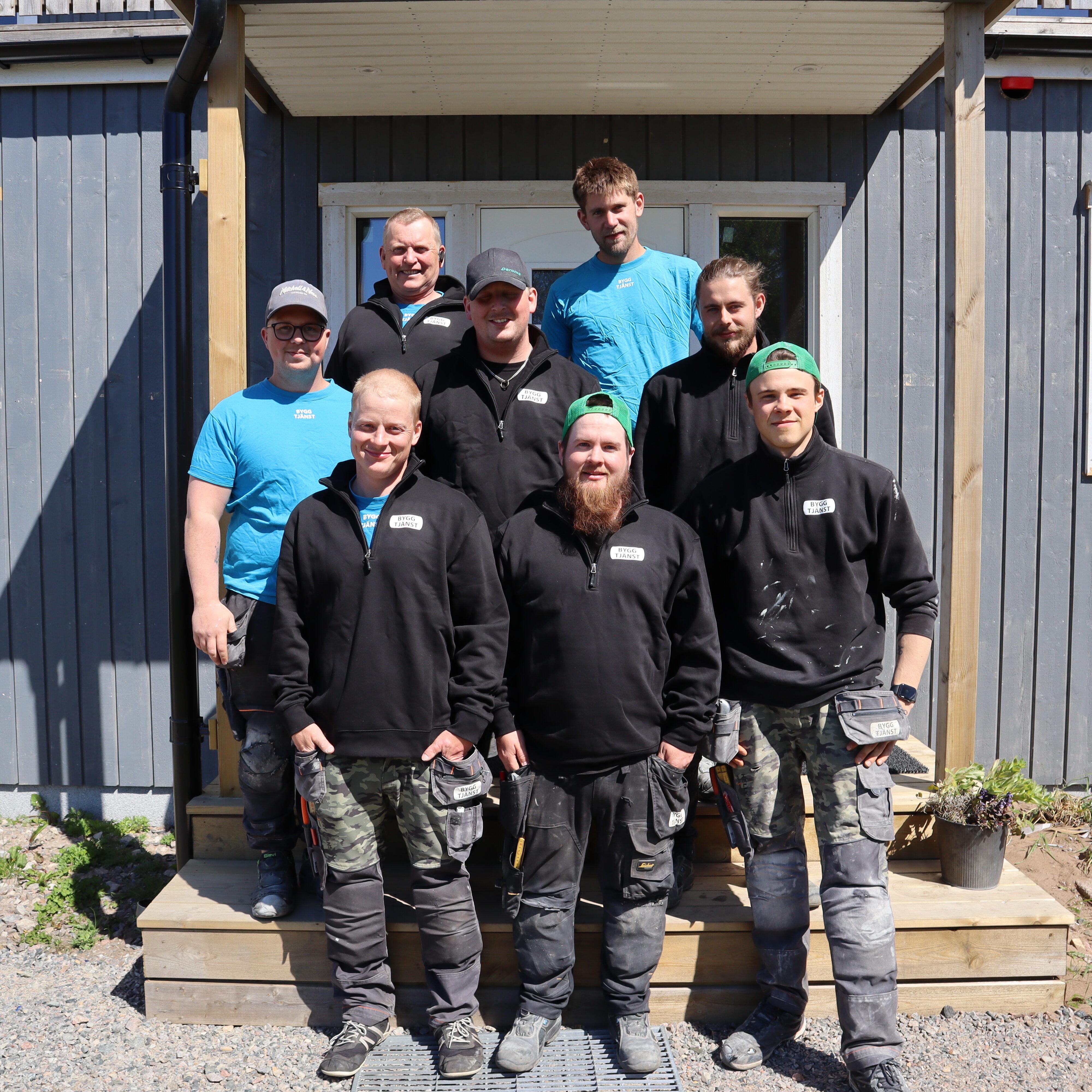 Gruppfoto på snickarna som arbetar på Byggtjänst i Träslöv AB